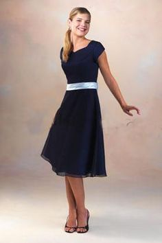 Wholesale Dark Navy Short Sleeves Knee Length Temple Bridesmaid Dresses With Sash TBD319002
