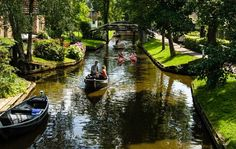 Αυτό είναι το πιο γαλήνιο χωρίο στον κόσμο! Χωρίς αυτοκίνητα με ποδήλατα και κανάλια.