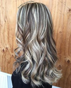 Strands of highs and warm lowlights 😍 Brown Hair With Blonde Highlights, Hair Highlights, Love Hair, Gorgeous Hair, Haircut And Color, Silver Hair, Hair Dos, Fall Hair, Balayage Hair