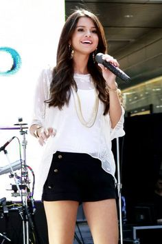 Her Outfit! To die for! Selena´s style is so casual, but soooo lovely!