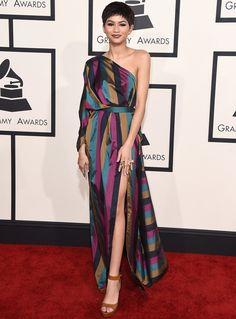 Zendaya con vestido asimétrico de Vivienne Westwood Resort 2015.