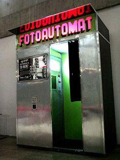 Je suis allé dans un photobooth indentique au 104, à Paris.