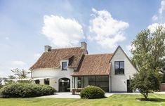 HOUSE MJ | Architect, architectuur, totaalrenovaties, totaalprojecten, nieuwbouw, nieuwbouwwoningen | Mieke Van Herck Style At Home, Old Style House, Home Interior Design, Exterior Design, Dutch House, Welcome To My House, Villas, Facade House, House Facades