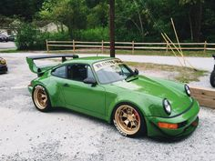 Wide arch 911. The wheels are very different.