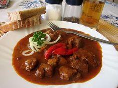 euKUCHYNĚ: Kančí guláš na pivku World Recipes, Lunches And Dinners, Cooking, Health, Kitchen, Health Care, Healthy, Cuisine, Salud
