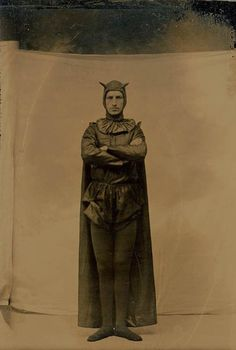 Tagged with history, the more you know, creativity, victorian; Shared by Victorian devil costume. Photos D'halloween Vintage, Vintage Halloween Photos, Antique Photos, Vintage Photographs, Old Photos, Costume Batman, Bat Costume, Devil Costume, Halloween Costumes