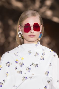 Acne Studios at Paris Fashion Week Fall 2017 - Details Runway Photos Sunnies Sunglasses, Eyewear Trends, Fashion Accessories, Fashion Jewelry, Couture, Acne Studios, Detail, Vintage, Runway