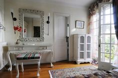 Bedroom Single French Country Interiors Accessorizing And Classic ...