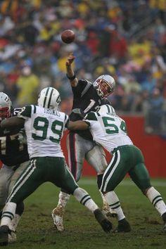 Brady takin' a hit Nfl Jets, Jets Football, Football Helmets, Jets Nation, Jet Fan, Baltimore Colts, New York Girls, World Of Sports, New York Jets