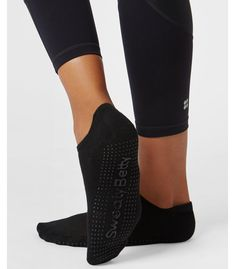 Shop the Sweaty Betty range of high quality Women's running socks and non slip grip yoga socks perfect for Running, Pilates or Yoga. Find the perfect socks for your workout at Sweaty Betty! Running Socks, Running Leggings, Sweaty Betty Sale, Grippy Socks, Barre Socks, Sport Socks, Sports Women, Fitness Fashion, Heeled Mules