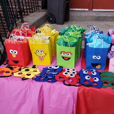DIY Sesame Street Favor Bags - Printable character faces templates to decorate your party goodie bags - Total of 10 characters included! Elmo First Birthday, Boys First Birthday Party Ideas, Mickey Mouse Clubhouse Birthday, Monster Birthday Parties, Elmo Party, Mickey Party, Dinosaur Birthday, Dinosaur Party, Farm Party