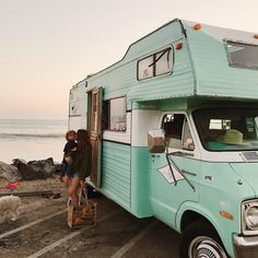 "Awesome ""travel trailer ideas"" detail is offered on our web pages. Have a look and you wont be sorry you did. Vintage Motorhome, Vintage Rv, Vintage Airstream, Vintage Campers, Bus Life, Camper Life, School Bus Camper, Rv Campers, Sprinter Van"