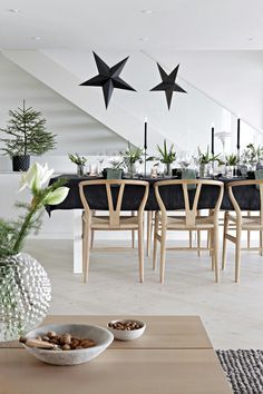 Yule style!! Noel Christmas!! BLACK AND WHITE AND PALE WOOD! Dining room set for a simple Modern Farmhouse dinner party!! Modern contemporary and simple Christmas style!