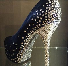 Roupas e sapatos customizados