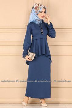 Blouse And Skirt, Dress Skirt, Peplum Dress, Muslim Women Fashion, Womens Fashion, Hijab Fashion, Fashion Dresses, Kebaya Dress, Beautiful Muslim Women