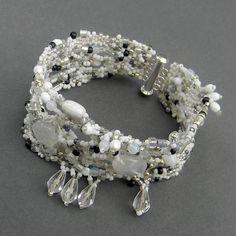 Bracelet de forme libre blanc - bijoux de mariée, style boho, peyotl forme libre