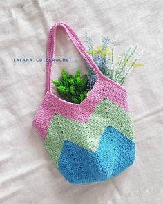 กระเป๋าถักงาน handmade แบบใหม่มาแล้วค่าาาา 😍 สีสันสดใส สะพายไหล่ได้ Hand made item is made from strong cotton yarn. Made to order if you… Projects To Try, Lunch Box, Knitting, Bags, Instagram, Crochet Purses, Hand Knitting, Tejidos, Taschen