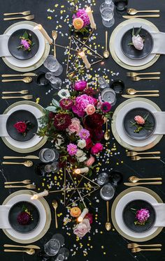 party table settings tablescapes Black and Gold New Years Eve Party Inspiration New Years Eve Dinner, New Years Party, Décoration Table Nouvel An, New Year Table, New Years Eve Table Setting, New Years Eve Decorations, Dinner Party Decorations, Christmas Decorations, Dinner Party Table