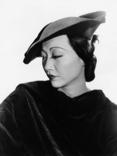 Anna May Wong--decaying hollywood mansion's Golden Age Of Hollywood, Vintage Hollywood, Hollywood Glamour, Classic Hollywood, Hollywood Icons, Hollywood Fashion, Silent Film Stars, Movie Stars, Asian American Actresses