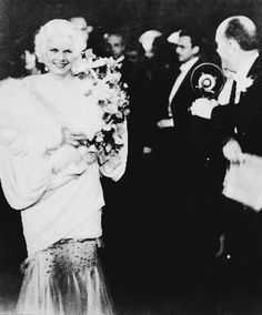 Jean Harlow at the premiere of Hell's Angels, 1930