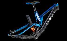 Downhill Bike, Mtb Bike, Cycling Bikes, Moutain Bike, Mountain Biking, Bike Details, Full Face Helmets, Custom Paint Jobs, Bike Parts