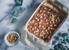 Snickers-raakaneliöt (V, GF) – Viimeistä murua myöten Chana Masala, Cereal, Baking, Breakfast, Ethnic Recipes, Food, Morning Coffee, Bakken, Essen