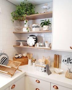 Kitchen Dinning, Kitchen Sets, Home Decor Kitchen, Kitchen Furniture, Kitchen Interior, Home Kitchens, Home Design Decor, Küchen Design, Cuisines Design