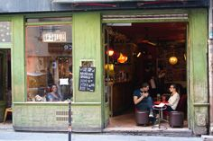 The Marais is one the most celebrated neighborhoods in Paris with its countless little clothing boutiques, vintage shops, Jewish bakeries, restaurants, and charming little museums. A hot spot durin…