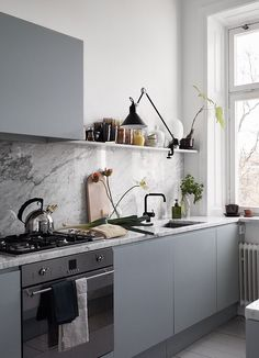 Grey home with a modest color palette - via Coco Lapine Design blog #kitchendecor