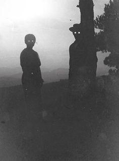Post scary/eerie/creepy (but not gory) photos. Ghosts, freaky old-timey photos, creepy places etc. Holidays Halloween, Halloween Fun, Halloween Decorations, Lawn Decorations, Halloween Pictures, Vintage Halloween, Halloween Costumes, Images Terrifiantes, Art Noir