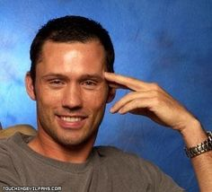 jeffrey donovan - Burn Notice   love how he slips into all the different personaities