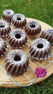 AranyTepsi: Mogyorókrémes mini kuglófok Doughnut, Nutella, Cookie Recipes, Deserts, Muffin, Food And Drink, Favorite Recipes, Sweets, Cookies