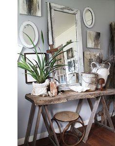 Here is a collection of 30+ Ways to Decorate with Mirrors. Hope you are inspired by them and hope you get tons and tons of decorating ideas!