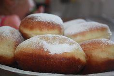 Romanian mum: Romanian doughnuts(gogosi) - my mum recipe Delicious Donuts, Delicious Desserts, Yummy Food, Healthy Desserts, Easy Desserts, Dessert Recipes, Romanian Food, Romanian Recipes, Sugar Cravings