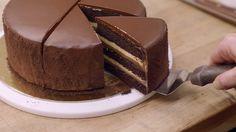 Twee foodie vrienden gaan op zoek naar de lekkerste taart. De goedkoopste: 27 dollar. De duurste: een whopping 1120 dollar.…