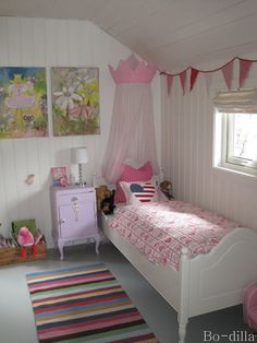 Bodilla: girls room..