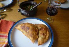 Empanadas de pino fritas, con un pebre o un chancho en piedra mmm rico...
