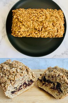 A healthy and vegan quick banana bread that has a dark chocolate middle layer. It is then topped with a peanut butter crumble. Quick Banana Bread, Healthy Banana Bread, Peanut Butter Roll, Creamy Peanut Butter, Sweet Breakfast, Breakfast Recipes, Bread Ingredients, Sugar Free Syrup, Chocolate Topping