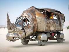 "Diggy concept reference ------ ""Rhino Redemption, one of the most talked-about mutant vehicles at Burning Man was created by Petaluma artist Kevin Clark. (Photo by Scott London)"" Burning Man 2014, Burning Man Art, Vestimenta Burning Man, Instalation Art, Burning Man Fashion, Engin, Weird Cars, Crazy Cars, Old Bikes"