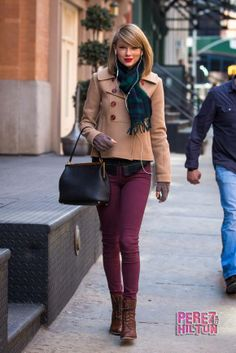 Taylor Swift- Rocking the short jacket and skinny jeans look.