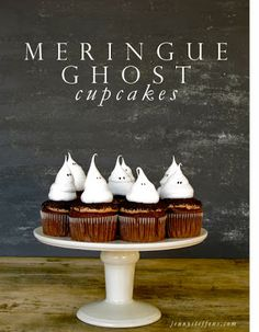 An idea for our Halloween party next weekend.....hmmm....Halloween Cupcakes with Meringue Ghosts