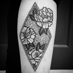 Jesse Singleton tattoos at Scratchline Tattoo, Kentish Town, London He specialises in the following styles and images - Henna, Mandala, Tribal, Blackwork, Black and Grey, Script, Patternwork, Full Sleeve, Full Leg tattoo, Large scale, Geometric, Birds and Flowers, Natural Organic Shapes.