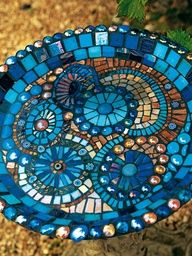 40 DIY Mosaic Design Ideas with Tile, Rocks and Glass 40 DIY Mosaik Design Ideen mit Fliesen, Steine Mosaic Crafts, Mosaic Projects, Mosaic Art, Mosaic Glass, Stained Glass, Glass Art, Mosaic Ideas, Blue Mosaic, Mosaic Rocks