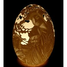 "Oeuf sculpté motif ""Geisha""....Amazing relief work on this goose eggshell from Christel Assante, France"