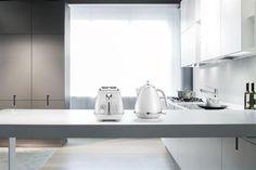 De'Longhi Toaster Toaster, Modern, Sink, Home Decor, Baby Meals, Kaffee, Sink Tops, Homemade Home Decor, Trendy Tree