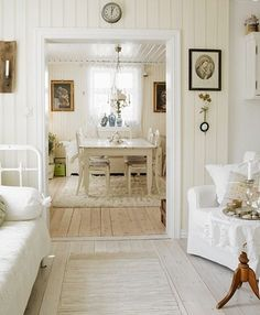 Having a nice Saturday I hope! Hanne and Lars bought and renovated this 1800 cottage in Halden, Norway. It's Scandinavian Shabby Chic style . Cozy Cottage, Cottage Style, White Cottage, Home Interior, Interior Design, Home And Living, Living Room, English House, White Rooms