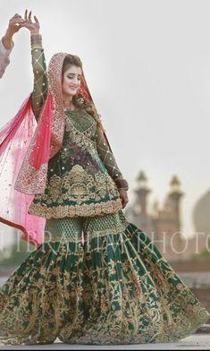 29 Ideas wedding dresses indian mehendi Source by indian Pakistani Mehndi Dress, Bridal Mehndi Dresses, Nikkah Dress, Pakistani Wedding Outfits, Bridal Dress Design, Pakistani Bridal Dresses, Pakistani Wedding Dresses, Pakistani Dress Design, Bridal Outfits