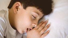 Chuparse el dedo es un comportamiento frecuente en los niños de corta edad, pero si tu hijo lleva mucho tiempo con este mal hábito, debes tener cuidado.
