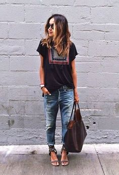 Combine boyfriend jeans: this is how it works (and you don& look like a ton!) - Top and boyfriend jeans – love everything about this outfit. You are in the right place about japa - Fashion Mode, Look Fashion, Autumn Fashion, Jeans Fashion, Lifestyle Fashion, Woman Fashion, Street Fashion, Spring Fashion, Boyfriend Jeans Kombinieren