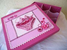 Linda caixa decorada por dentro e por fora, com divisórias para organizar as lingeries. <br>Confeccionamos na cor de sua preferência. Consulte-nos.